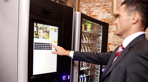 Máquina de guloseimas libera alimentos de acordo com a saúde do comprador