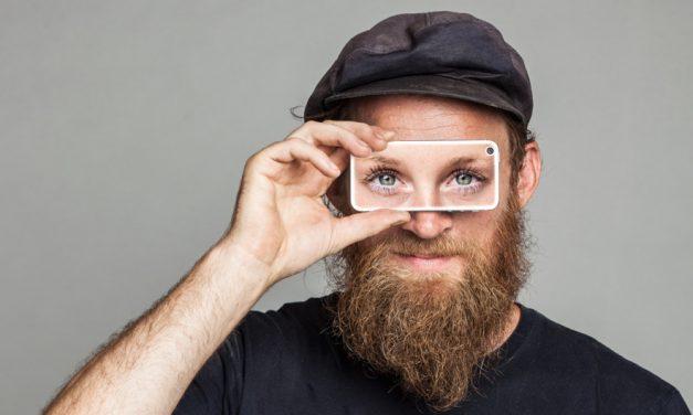 Aplicativo reúne voluntários que emprestam visão a cegos