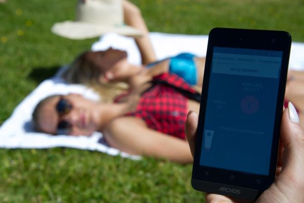 Conheça o dispositivo que avisa quando é necessário reaplicar o protetor solar