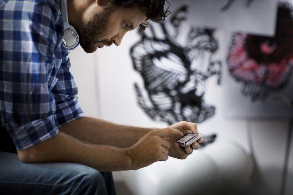 Maior-uso-da-internet-no-celular-é-na-sala-de-espera