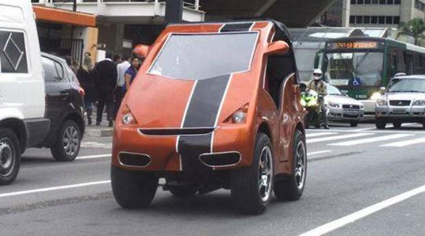 Designer brasileiro cria minicarro com versão elétrica e a gás
