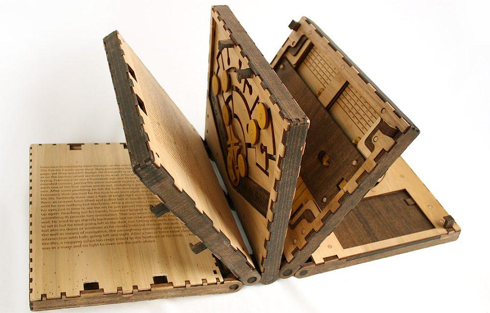Designer americano cria livro que só permite virar a página depois de resolver quebra-cabeça