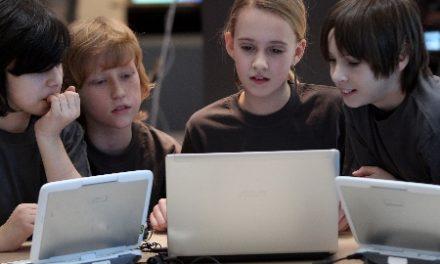 Microsoft lança campanha para ensinar jovens brasileiros a programar