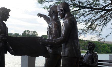 Monumento em tributo a Juscelino Kubitschek e outros três grandes artistas responsáveis pelo projeto do complexo da Pampulha inaugurou ontem