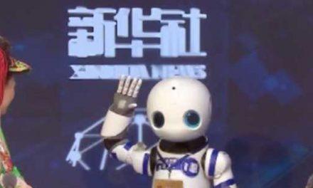 Robô repórter rouba à cena em coletiva na China