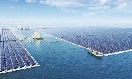 Maior usina solar flutuante começa a funcionar