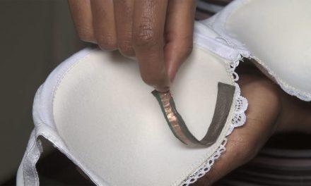 Pesquisadora cria adesivo que denuncia agressões sexuais