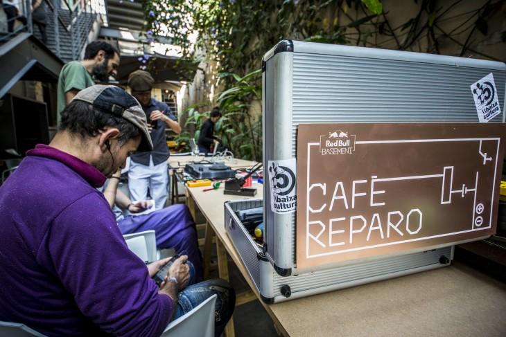 Café Reparo: aprenda como não se desfazer do seu eletrônico