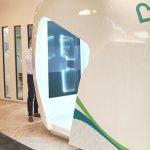 """Cabine que """"escanea"""" corpo para diagnóstico é instalada em shoppings e áreas públicas dos Emirados Árabes"""