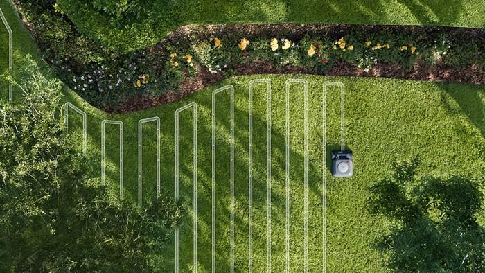 Robô cortador de grama é controlado por aplicativo