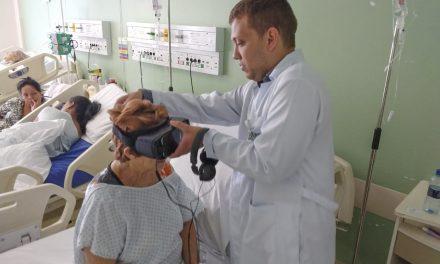 Pacientes idosos revivem bons momentos com ajuda da realidade virtual