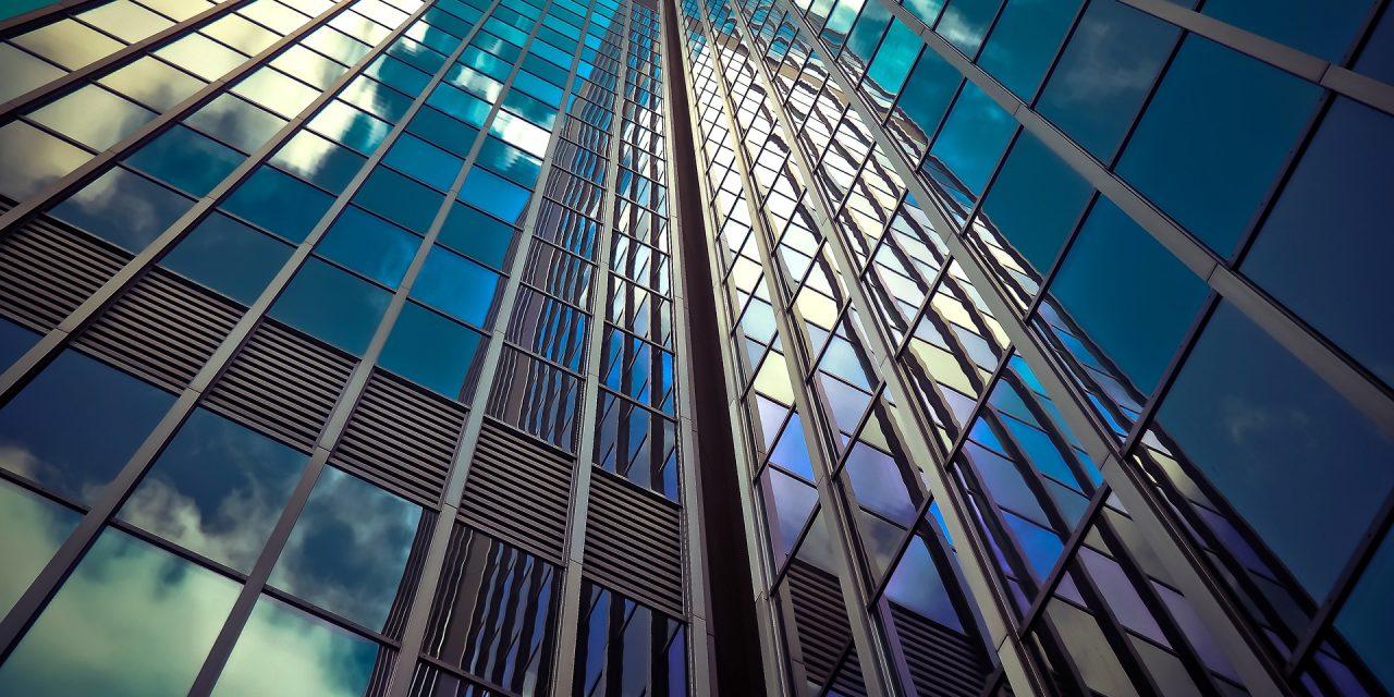 Prédios com fachadas de vidro geram alto impacto ambiental