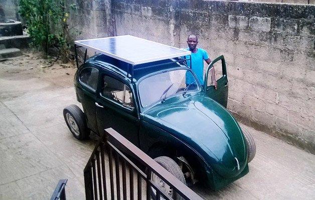Estudante nigeriano cria fusca movido a energia solar